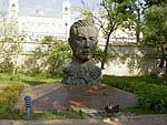 Monument to Vahid poet, Baku
