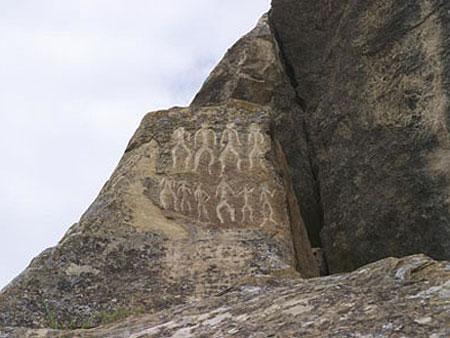 http://www.advantour.com/img/azarbaijan/culture/petroglifs_2.jpg