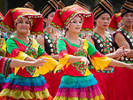 Holidays iHolidays in China. Festive dancesПраздники в Китае. Праздничный гуляния