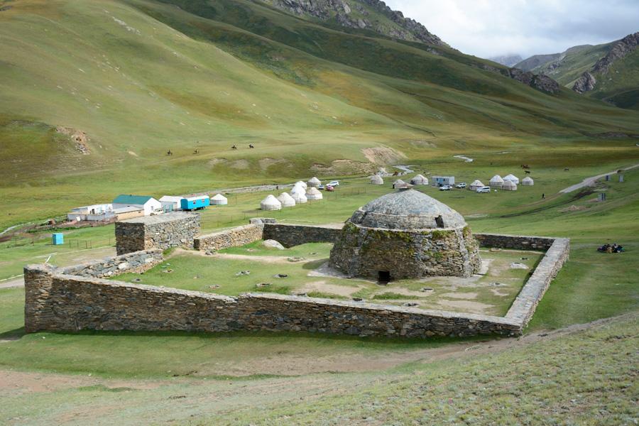Ташрабат киргизия сколько юбилейных монет евро