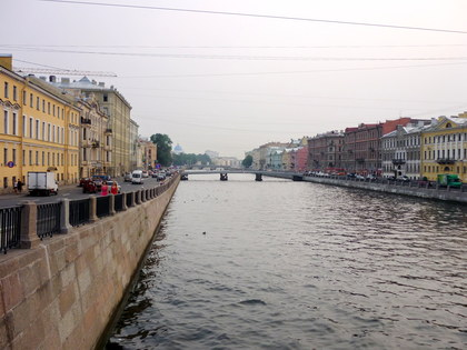 Rivers and Canals: Boat Trip along St. Petersburg Rivers and Canals with Drink Reception and Folk Performance