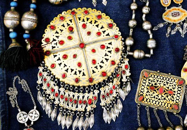 выбираете черные, туркменские национальные украшения фото редко задумывается