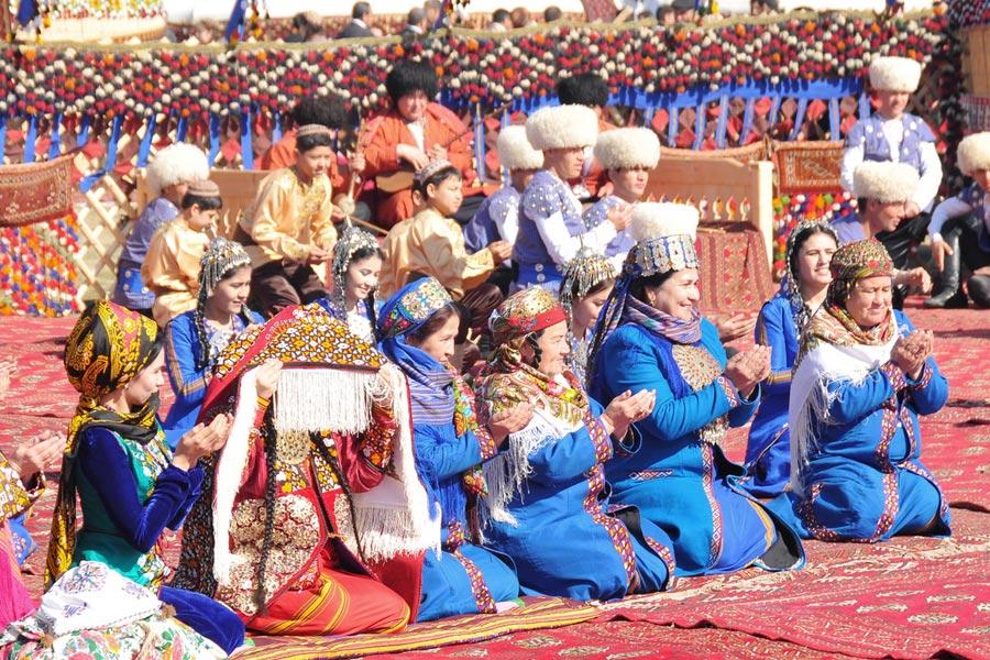 спиной столу фото смесь национальностей украина туркмены маразма