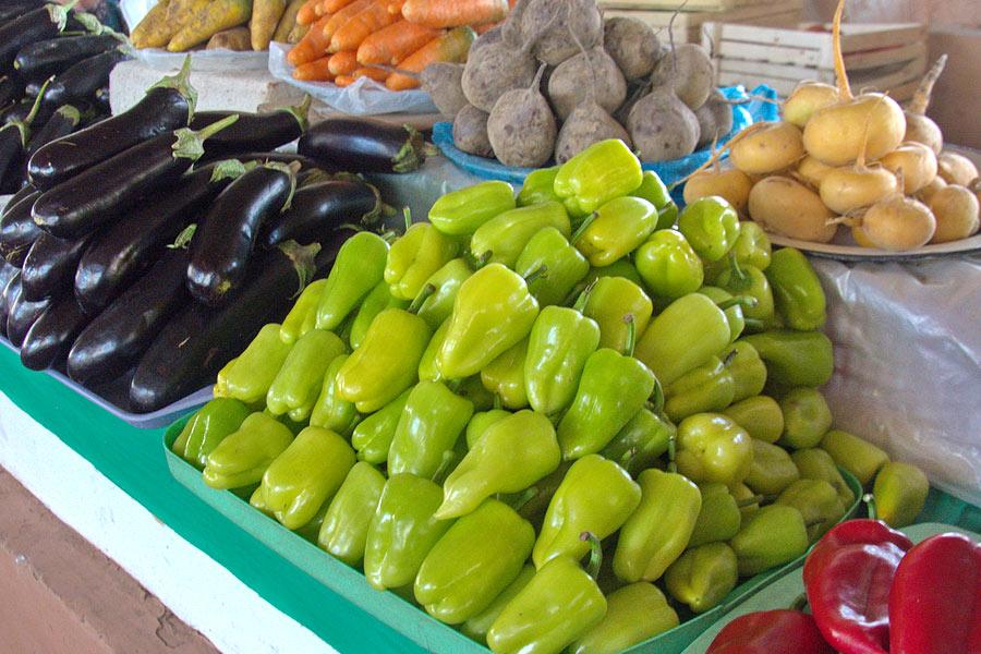 Свежие узбекские овощи и фрукты украшение дастархана Узбекские овощи на местном базаре