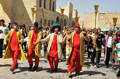 Uzbek Culture: Maskharaboz