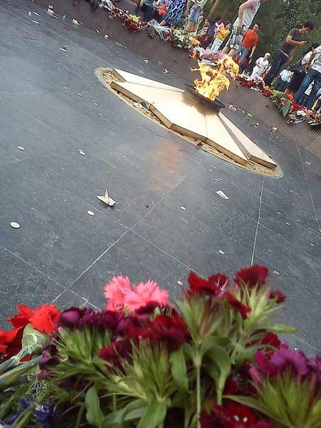 День памяти и почестей светлая память павшим в войне Праздники Узбекистана Праздники Узбекистана