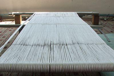 Процесс производства на шелковой фабрике Ёдгорлик, Маргилан, Узбекистан
