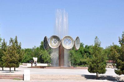 Square, Navoi