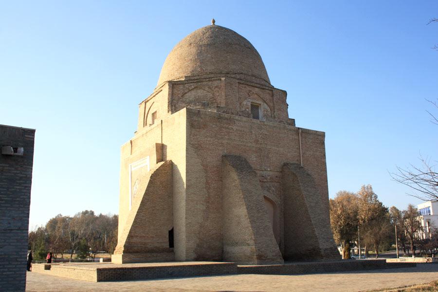 rukhabad the modest mausoleum of islamic saint burhaneddin sagaradzhi