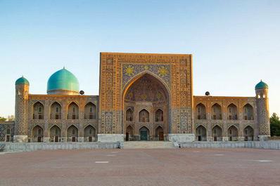 Медресе Тилля-Кари, Регистан