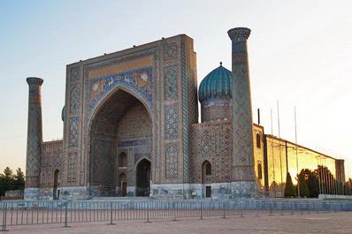 Sher-Dor Madrassah, Registan Square