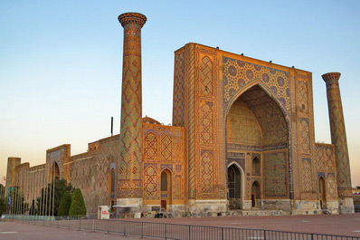 Ulughbek Madrassah, Registan Square