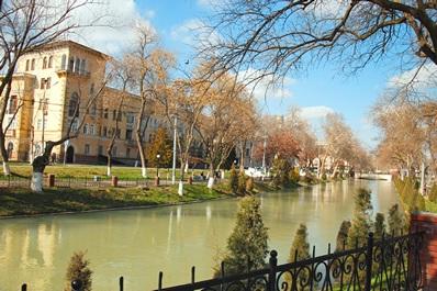 Embankment of Ankhor channel, Tashkent
